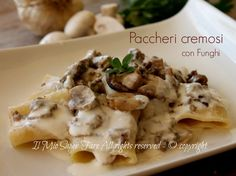 Paccheri funghi e salsiccia cremosi e gustosi con funghi porcini secchi e champignon. Ricetta leggera senza panna.Pasta alla boscaiola cremosa e tanto buona