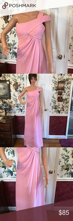 MORI LEE BY MADELINE GARDNER Gorgeous Baby Pink color soft. One shoulder strap Used excellent Condition does not need cleaning. Dresses One Shoulder