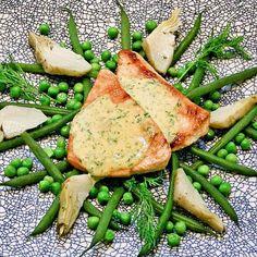 Gebraden kalkoenfilet in dilleroomsaus. Heerlijk met zelfgemaakte frietjes en een groentemengsel van verse erwtjes, haricots verts en gemarineerde artisjokkenharten!