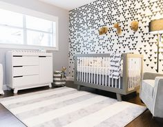 @babyletto on Instagram: babylettooh hey! black white grey a cool and contemporary space for a bold babe ▪️#babyletto Hudson crib + Hudson changer dresser + Tuxedo Monochrome Arrows crib sheet ▪️designed by @conceptomv ▪️: @vlopz