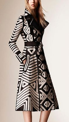 Schwarz Mantel aus Baumwollsatin mit Bandstickerei - Bild 1, 3.895,00 € Artikel 45335231
