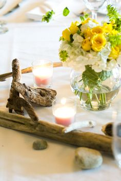 Driftwood and Flower Centerpiece by Jen's Blossoms || photo by Tasha Owen Photography