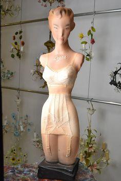 Vintage Mannequin type Liane by LievreVintage on Etsy Mannequin Display, Vintage Mannequin, Dress Form Mannequin, Mannequin Heads, Store Mannequins, Vintage Outfits, Vintage Fashion, Vintage Style, Glamour Ladies