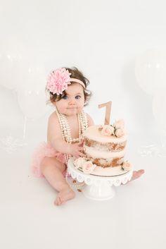 37 Super Ideas For Baby Photoshoot Girl Balloons Baby Cake Smash, 1st Birthday Cake Smash, Cake Smash Cakes, 1 Year Old Birthday Cake, Birthday Gifts, Birthday Girl Pictures, 1st Birthday Party For Girls, Baby Birthday, Birthday Ideas