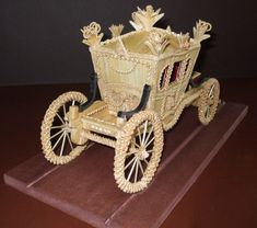 ceremonial coach rear view Straw Weaving, Paper Weaving, Weaving Art, Pictures On String, Felt Pictures, Corn Dolly, Paper Art, Paper Crafts, Bobbin Lacemaking
