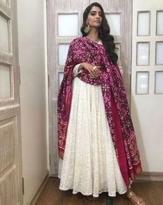 We came across a photo of Sonam Kapoor on social media in which she looks stunning in a white outfit with intricate embroidery. Sonam has paired it with a magenta colored dupatta; soft curls and statement earrings completed her look. Designer Kurtis, Indian Designer Suits, Designer Dresses, Ethnic Wear Designer, Designer Anarkali, Desi Wear, Indian Gowns Dresses, Pakistani Dresses, Indian Attire