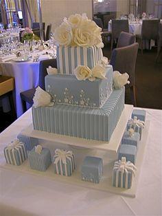 Beautiful Wedding Cake.  I really like this idea. ᘡɳᘠ