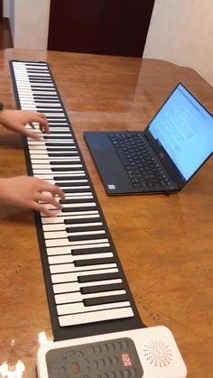 Piano Music Notes, Piano Sheet Music, Piano Lessons, Music Lessons, Piano Y Violin, Portable Piano, Easy Piano Songs, Keyboard Piano, Music Mood