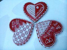 Valentine's Honiees - Valentine's hearts made of honey cookies. Valentýnská srdíčka z perníčků.