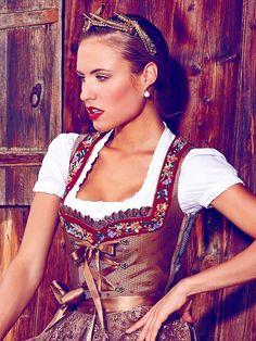 Limberry Trachten 2014 Dirndl brown light Oktoberfest Outfit, Beer Girl, Fashion Terms, Dirndl Dress, German Women, German Fashion, Romantic Outfit, Figure Skating Dresses, Up Girl