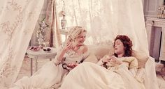 "Kirsten Dunst as Marie Antoinette and Rose Byrne as Duchesse de Polignac in ""Marie Antoinette"" Marie Antoinette Movie, Anastasia, Princess Aesthetic, Sofia Coppola, Provocateur, The New Wave, Killer Queen, Kirsten Dunst, Lost Girl"