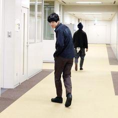 『いつ恋』の名脇役、柴犬のサスケと坂口健太郎! 坂口、メロメロです(笑)。 と、スタジオ脇のエリアで、何かに気づいて足を止めました。そう、それ! 坂口:「メンズ […]