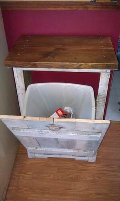"Pallet Projects : Pallet Trash Can ""Closet"""