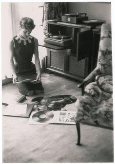 """""""JBK"""" - Jacqueline Bouvier Kennedy in Georgetown in 1954 - Flashbak Jfk And Jackie Kennedy, Los Kennedy, Jaqueline Kennedy, Marie Curie, James Dean, Steve Jobs, Audrey Hepburn, Familia Kennedy, John Junior"""