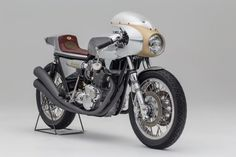 Blast From the Past: Storiks Triumph cafe racer Rafale