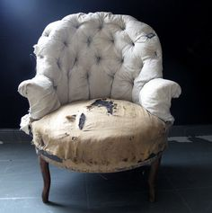 1001jadore - old-aged armchair