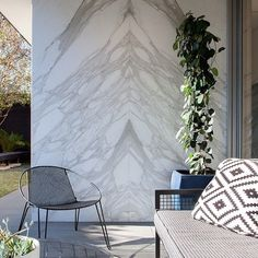 Open the door to our refined exterior tiles. Like a breath of fresh air, our outdoor product selection provides durable and resistant solutions without sacrificing the modern elegance of porcelain tiles. Scroll through for a few of our favourites. ➡️ 1. Calacatta, 2. Lagoon, 3. Masterplan, 4. Piase, 5. Provoak Stone Feature Wall, Feature Wall Living Room, Feature Walls, Outdoor Tiles, Outdoor Decor, Cheap Retaining Wall, Wall Design, House Design, Exterior Tiles