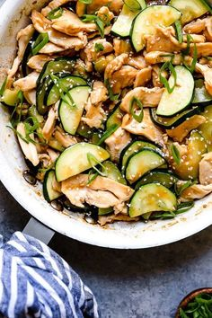 This quick Chicken and Zucchini Stir Fry is delicious, made with chicken breast, zucchini and an easy stir fry sauce. This quick Chicken and Zucchini Stir Fry is made with chicken breast, zucchini and an easy stir fry sauce. Stir Fry Dishes, Stir Fry Recipes, Skinny Recipes, Healthy Recipes, Ww Recipes, Skinnytaste Recipes, Free Recipes, Locarb Recipes, Healthy Dinner Recipes
