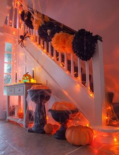 Black & orange pom poms, pumpkins and spiders! Everything you need for a Halloween hallway! Black & orange pom poms, pumpkins and spiders! Everything you need for a Halloween hallway! Spooky Halloween, Halloween Party Kinder, Halloween Mignon, Moldes Halloween, Adornos Halloween, Manualidades Halloween, Halloween Home Decor, Outdoor Halloween, Halloween Birthday