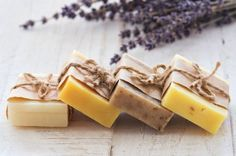 Learn how to make natural from scratch. Using vegetable oils, lye, and essential oils, you can create beautiful, creamy lathering soaps that are actually good for your skin! Soap Making Kits, Soap Making Supplies, Diy Herbal Soaps, Shampoo Alternative, Diy Dog Shampoo, Homemade Body Wash, Soap Shop, Best Soap, Milk Soap