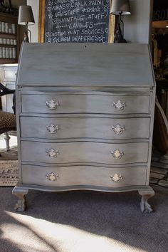 Update your traditional furniture with Chalk Paint and a few tips. Often times we are asked at the shop to hunt for specific piece. Coco Chalk Paint, Chalk Paint Colors, Chalk Paint Projects, Chalk Paint Furniture, Furniture Projects, Home Furniture, Mud Paint, Chalk Painting, Furniture Refinishing