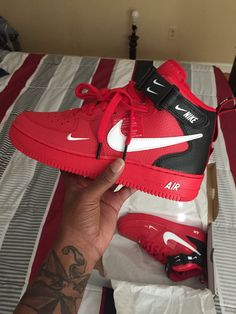 Red Nike Shoes, Nike Heels, Nike Shoes Outfits, Sneakers Fashion, Shoes Sneakers, Creative Shoes, Tenis Casual, Lit Shoes, Converse