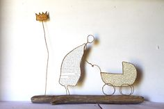 Fil et papier Book Crafts, Arts And Crafts, Sculptures Sur Fil, Newspaper Art, Steel Art, Doll Beds, Wire Hangers, Wire Crafts, Wire Art