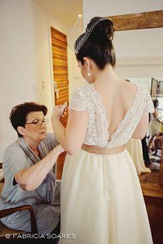 Vestido lindo feito pela avó da noiva