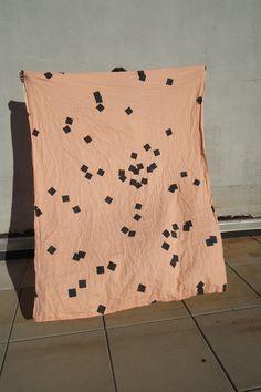 Black Squares - Ça traîne probablement en format petite robe quelque part dans un Forever 21. Je la prendrais.
