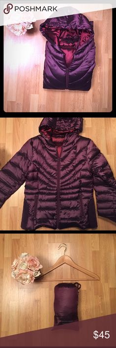 Bernardo packable goose down hooded jacket Bernardo packable goose down jacket. Front zip with two side pockets and hood. Comes with stuff sack for travel. In NEW condition, super soft and comfy- nice and warm but not bulky. Bernardo Jackets & Coats Puffers