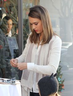 I am a huge Jessica Alba fan. She is my ultimate girl-crush and my style icon. Cabelo Jessica Alba, Jessica Alba Lob, Medium Hair Styles, Short Hair Styles, Jessica Simpson Hair, Ombre Hair Color, Hair Transformation, Great Hair, Hair Looks