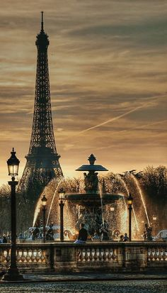 Place de la Concorde fountain with the Effel tower, Paris