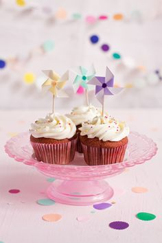 Cupcakes with pinwheels. Sweet Cupcakes, Yummy Cupcakes, Mini Cupcakes, Confetti Cupcakes, Party Cupcakes, Birthday Cupcakes, Baking Cupcakes, Cupcake Cookies, Cupcake Toppers