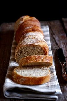 MIEL & CHEESE: Pain torsade (twisted bread without kneading) Bread Bun, Pan Bread, Bread Baking, Pizza E Pasta, My Favorite Food, Favorite Recipes, Our Daily Bread, Bread And Pastries, Food Staples