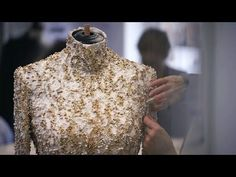 Making-of the CHANEL Fall-Winter 2014/15 Haute Couture Collection - YouTube