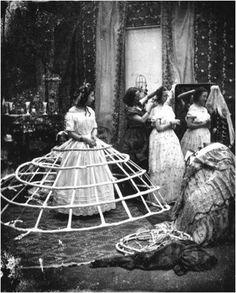 Debería volver la moda de estas crinolinas del siglo 19.