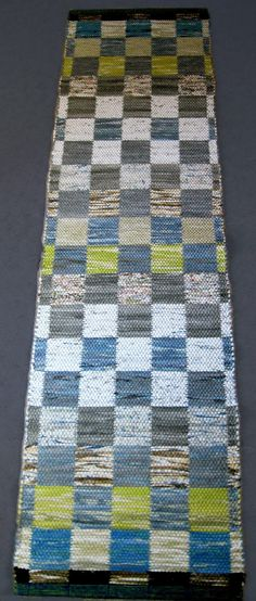 Weaving Projects, Weaving Art, Hand Weaving, Recycled Fabric, Woven Rug, Textile Art, Textiles, Tapestry, Quilts