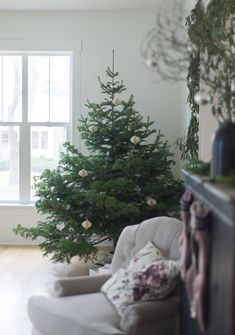 Christmas decorating can get pretty complicated when you don't like clutter. It becomes more of a challenge for me with each year that ...
