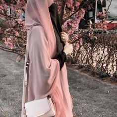 Niqab Fashion, Modest Fashion, Fashion Outfits, Hijabi Girl, Girl Hijab, Hijab Dpz, Islamic Girl, Beautiful Muslim Women, Muslim Girls