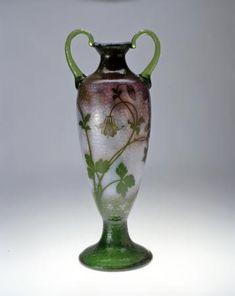 Daum Frères. Vase Liseron. C.1893. Verre, décor émaillé et gravé à l'acide, repris à la roue, rehauts d'or. Musée de l'École de Nancy - France