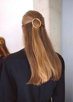 A perfect golden hair accessory for long hair Hair Inspiration, Hair Inspo, Golden Hair, Good Hair Day, Hair Barrettes, Look Fashion, Net Fashion, Hair Dos, Gorgeous Hair