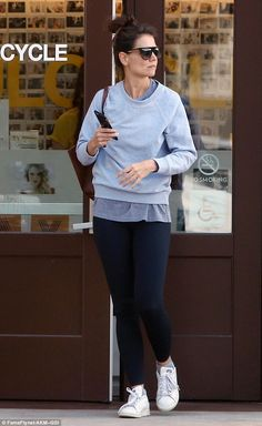 Katie Holmes hits the gym in leggings and sweatshirt after returning to LA | Daily Mail Online