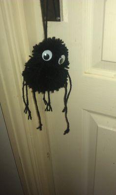Emmys Mummy: PomPom Spider & Halloween Blog Hop