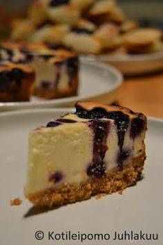 New York blueberry cheesecake - recipe included! Blueberry Cheesecake, Cheesecake Recipes, Dessert Recipes, Desserts, New York, Food, Healthy, Baked Blueberry Cheesecake, Tailgate Desserts