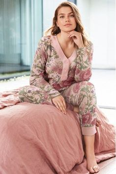 Your bedtime look just got updated with women's pyjamas. Night Suit For Girl, Pijamas Women, Pajama Outfits, Kurti Designs Party Wear, Sensual, Latest Fashion For Women, Nightwear, Loungewear, Fashion Outfits