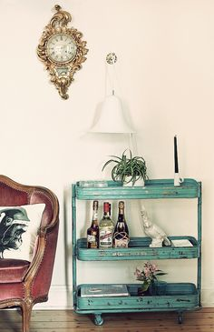 love this turqouise, industrial style trolley, but do not like rest of the decor