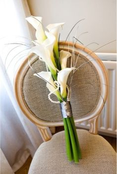Few fresh cut flowers offer the elegance and versatility of the calla lily. If you are designing your own wedding bouquet, centerpieces or arrangements, the calla lily will provide all of the style… Bouquet Bride, Lily Bouquet Wedding, Calla Lily Bouquet, Calla Lillies, Lilies Flowers, Bridesmaid Bouquets, Flower Bouquets, Bridesmaids, Wedding Flower Arrangements