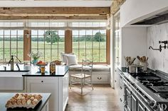 11 Charming Farmhouse and Barn Kitchens