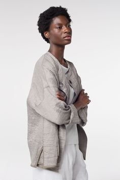 OSKA Jacket Byrte at OSKA New York is a very elegant jacket composed of linen and silk; the trimming is cotton. Cool Poses, Minimalist Lifestyle, Boho Fashion, Fashion Design, Outfit Winter, Indigo Blue, Brunello Cucinelli, Boho Outfits, Simple Dresses