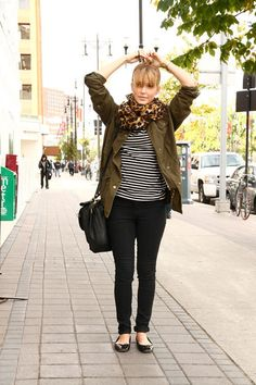leopard print scarf, breton stripes and a khaki unlined parka jacket Look Fashion, Fashion Beauty, Fashion Outfits, Womens Fashion, Hipster Grunge, Fall Winter Outfits, Autumn Winter Fashion, Street Style Vintage, Looks Style